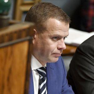 Valtiovarainministeri Petteri Orpo eduskunnan kyselytunnilla Helsngissä.
