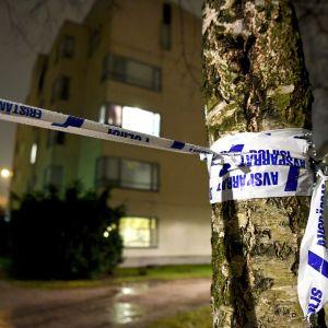 Poliisi eristi tapahtumapaikan maanantai-iltana.
