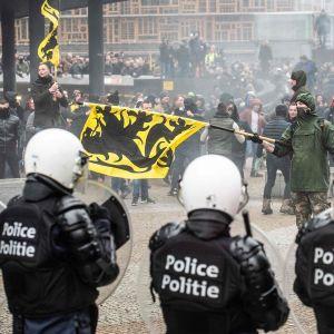 Polsiit ja mielenosoittajat ottivat yhteen Brysselissä.