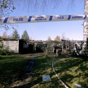 Tulipalon aiheuttamaa tuhoa raahen Pattijoella syyskuussa 2016.