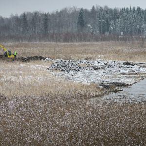 Hattelmalanjärvi kaivuri ruoppaa