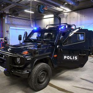 Poliisin käyttöön hankittuja panssaroituja ajoneuvoja esiteltiin Helsingin poliisilaitoksen tiloissa 18. joulukuuta 2018.