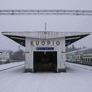 Kuopion asema talvella.