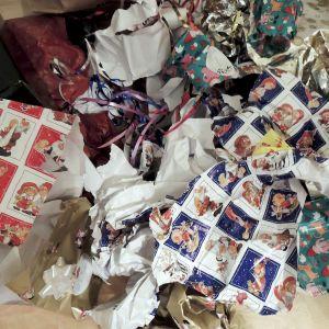 Rutattuja joulupapereita.