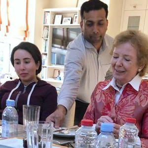 Sheikha Latifa (vas.) ja Mary Robinson (oik.) Lafitan kotona Dubaissa.
