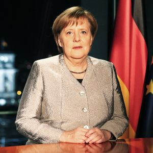 Angela Merkel pitämässä uudenvuodenpuhetta.