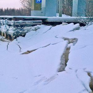 Matalan meriveden aiheuttama jäiden romahdus Oulun Rajahaudassa 2016.