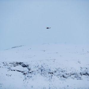Puolustusvoimien helikopteri etsii kadonneita laskettelijoita Pohjois-Norjassa.