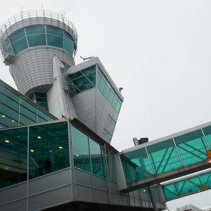 Helsinki-Vantaa lentokentän lennonjohdon torni