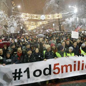 Mielensoittajia lumisateessa Belgradissa.