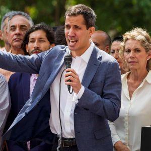 Venezuelan parlamentin puheenjohtaja Juan Guaidó johti perjantaina Caracasissa presidentti Nicolás Maduron vastaista mielenosoitusta.