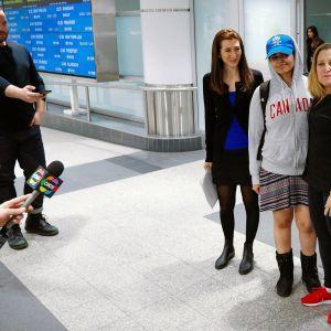Rahaf Mohammed al-Qunun tiedotustilaisuudessa lentokentällä Torontossa.