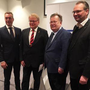 Pohjoismaiset puolustusministerit Sälenin turvallisuuskokouksessa.