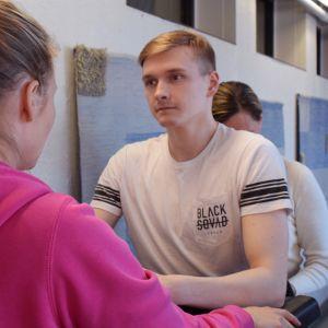 Kaukalossa loukkaantunut juniorijääkiekkoilija Teemu Tenhunen käy Laitilassa kuntoutettavana.