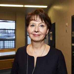 Valtakunnansyyttäjä Raija Toiviainen, kuvattuna oikeusministeriön ja Rikosseuraamuslaitoksen Rikos ja Rangaistus -päivän yhteydessä Vantaan vankilassa