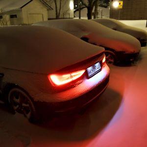Autoja lumenpeitossa Espoossa varhain aamulla  17. tammikuuta .