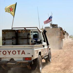 kurdien ja amerikkalaisten ajoneuvoja