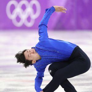 Edesmennyt kazakstanilainen taitoluistelija Denis Ten Etelä-Korean talviolympialaisissa 2018.