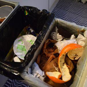 Roskia jäteastiassa