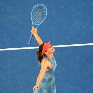 Maria Sharapova juhlii voittoa.