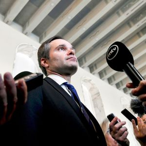 Sisäministeri Kai Mykkänen piti tilannekatsauksen hallituksen toimenpidekokonaisuudesta seksuaalirikosten torjumiseksi Eduskuntatalon valtiosalissa Helsingissä 18. tammikuuta.