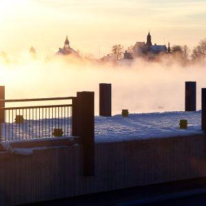 Pakkaspäivä Kauppatorin rannassa Helsingissä