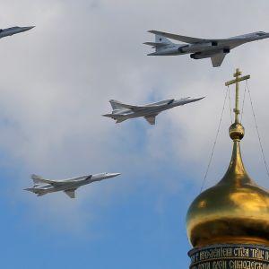 neljä venäläispommittajaa
