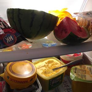 Ruokia jääkaapissa.