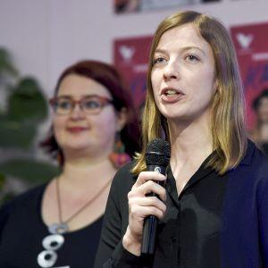 Vasemmistoliiton puheenjohtaja Li Andersson (oik.) ja puoluevaltuuston puheenjohtaja Pia Lohikoski esittelivät puolueen eduskuntavaaliohjelman ja kärkiteemat Helsingissä 30. tammikuuta.