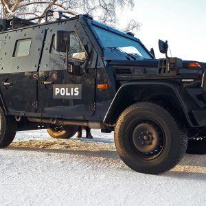 Poliisin panssariauto Itä-Suomen poliisin pihassa Kuopiossa.