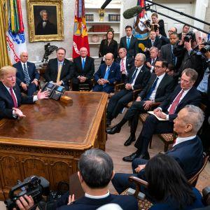 Trump tapasi Hen torstaina Valkoisessa talossa.