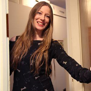 Maija Pihlajan ovi on avoinna ympäri maailmaa saapuville sohvasurffaajille.