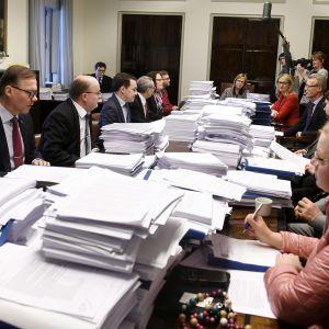 Perustuslakivaliokunta kokoontuu ylimääräiseen sote-kokoukseen eduskunnassa.