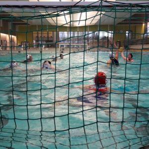 Naisten vesipalloa, Porin Sentterit vastaan Turun Uimarit Porin uimahallissa.