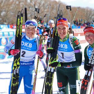 Denise Herrmann (kesk.), Franziska Hildebrand (oik.) ja Kaisa Mäkäräinen (vas.)