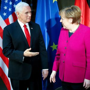Mike Pence ja Angela Merkel.
