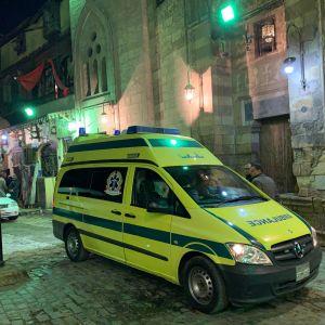 Kaksi poliisia kuoli pommin räjähdetty turistien suosimalla alueella Kairossa.