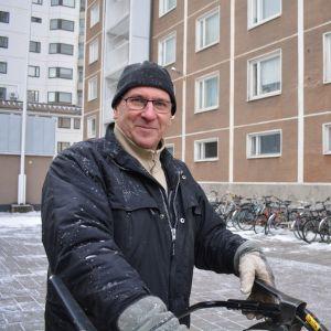 Talonmies Veikko Toivonen.
