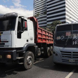 Vapaaehtoiset lähtivät 20.2.2019 busseilla Kolumbian rajalle hakemaan hätäapua.