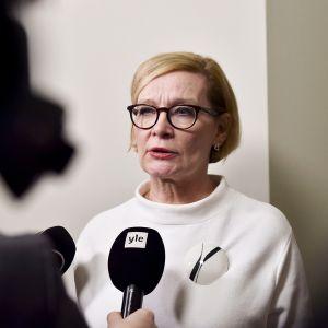 Eduskunnan puhemies Paula Risikko piti tiedotustilaisuuden perustuslakiasiantuntijoiden tapaamisen jälkeen eduskunnassa Helsingissä 21. helmikuuta.