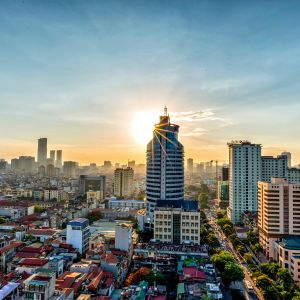 Hanoin kaupunki auringon noustessa.
