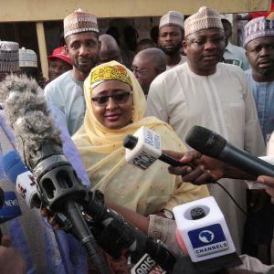 Muhammadu Buhari puhui medialle äänestyspaikalla Katsinassa, Nigeriassa 23. helmikuuta.