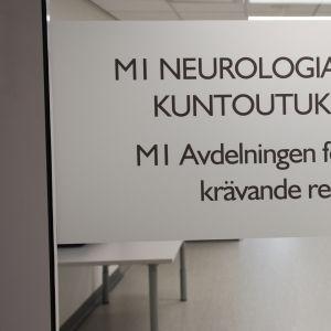 Kuvassa sairaalakyltti