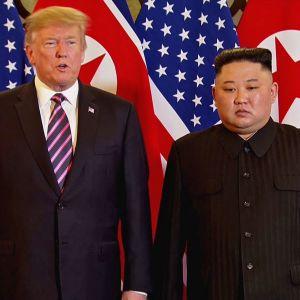 Yhdysvaltain presidentti Donald Trump ja Pohjois-Korean johtaja Kim Jong-un aloittivat tapaamisensa hanoilaisessa hotellissa.