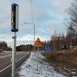 Ensimmäinen uusi peltipoliisi nelostielle nousi Sysmän Onkiniemeen.