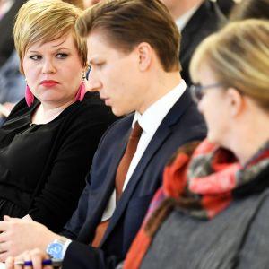 Perhe- ja peruspalveluministeri Annika Saarikko, oikeusministeri Antti Häkkänen ja sosiaali- ja terveysministeri Pirkko Mattila maakunta- ja sote-uudistuksen lainsäädännön ratkaisuehdotuksista kertovassa tiedotustilaisuudessa 27. helmikuuta.