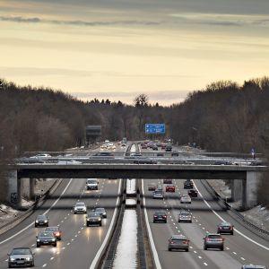 Liikennettä Saksan A95-moottoritiellä tammikuussa 2019.