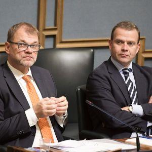 Pääministeri Juha Sipilä ja valtiovarainministeri Petteri Orpo eduskunnan täysistunnossa marraskuussa 2018.