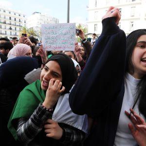 Presidentti Abdelaziz Bouteflikan vastainen opiskelijamielenosoitus Algiersissa.