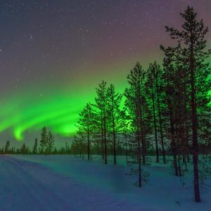 Revontuli jossakin Suomessa.